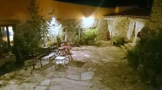 Patio verano, Hotel rural La Casa del Gallo